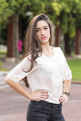 Portrait of elegant brunete woman in the park.