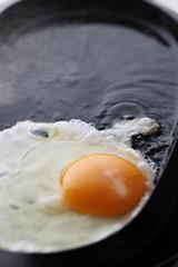 目玉焼きをつくる イメージ