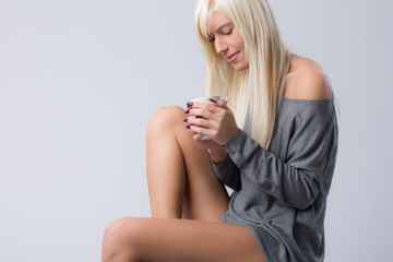 Mädchen  mit Kaffeetasse