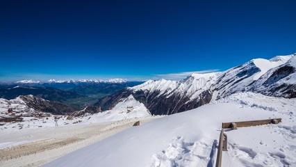 Hohe Schneedecke am Gletscher Hohe Tauern