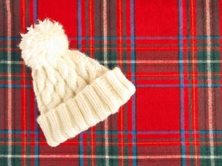 白いニット帽