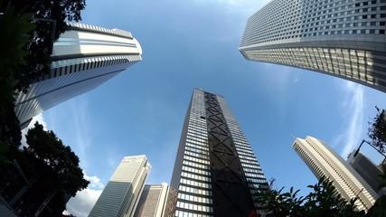 新宿高層ビル街を見上げる 青空に流れる雲  [インターバル回転撮影]249