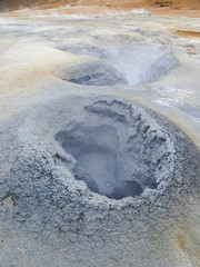 Cratère de boue à Namaskard (Islande)