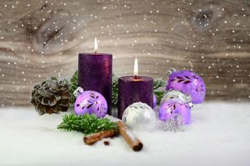 Kerzen auf Holzhintergrund II