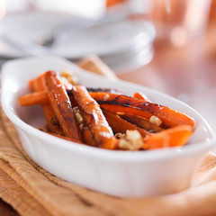 maple glazed carrots with walnuts