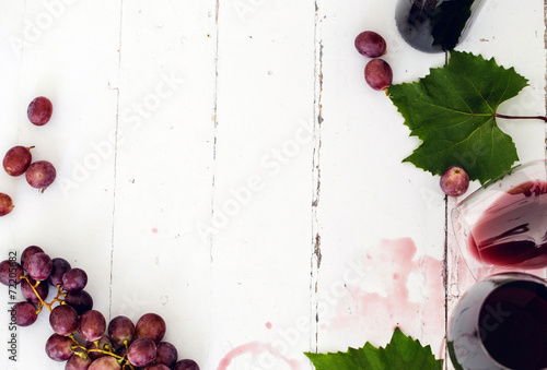 Foto op Plexiglas Wijn Red wine on the tabble