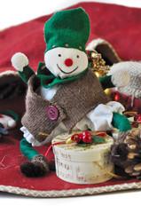 poupée chiffon dans décor de Noël