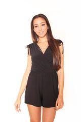 Junge Frau schwarzes Kleid