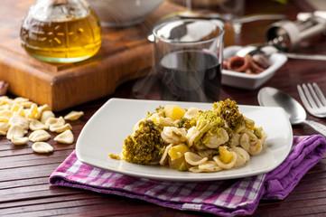 Pasta orecchiette con broccoletti nel piatto