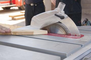 Trabajos de corte con sierra circular
