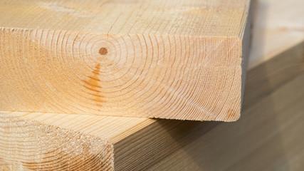 Baumaterial Holz - Holzbohlen - Holzrahmenbau - Hausbau