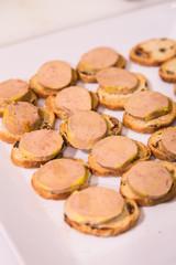 Snack de foie gras con pan