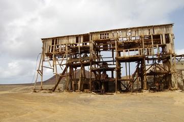 Ancien téléphérique des salines de Pedra Lume (Cap-Vert)