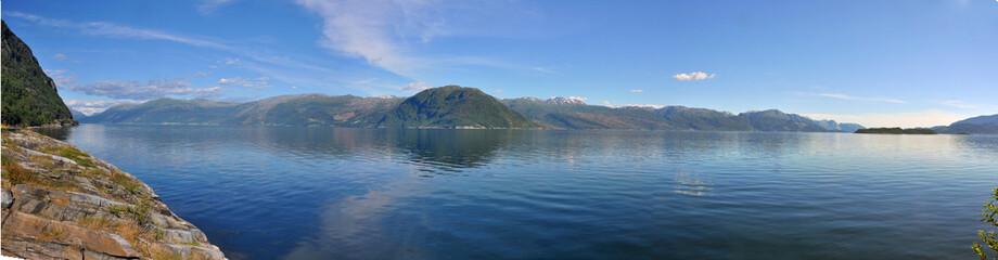 panorama landschaft am harangerfjord, norwegen