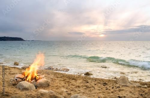 Leinwandbild Motiv Lonely night fire