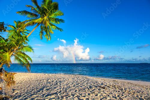 Rest in Paradise - Malediven - Regenbogen, Himmel und Strand