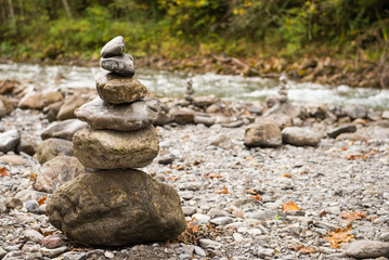 Steine aufeinander im Gleichgewicht