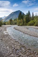 Bach Trettach im Allgäu mit Berg