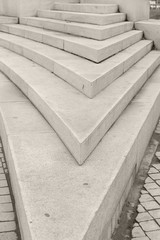 Concrete parapet made in the form of sharp angle