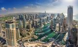 Dubaj, Zjednoczone Emiraty Arabskie - OKTOBER 10: Nowoczesne budynki w Dubaju Marina w Dubaju