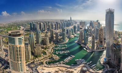 DUBAI, UAE - OKTOBER 10: Modern buildings in Dubai Marina, Dubai