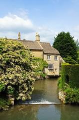 Cottages alongside river, Burford © Arena Photo UK