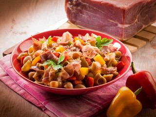 pasta with capsicum and parma ham