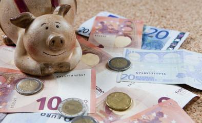 cochon tirelire et argent