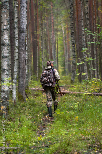 Fotobehang Jacht hunter with gun in the forest