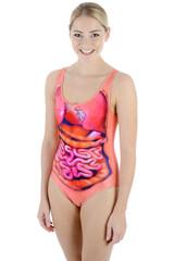 Twen trägt Badeanzug mit Organen