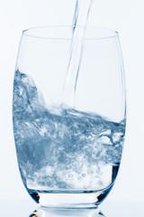 Glas mit Wasser