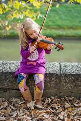 girl play violin