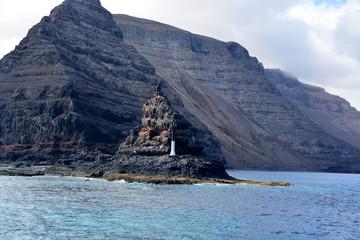 baliza en un islote en la costa de lanzarote