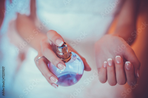 woman applying perfume on her wrist - 72259217