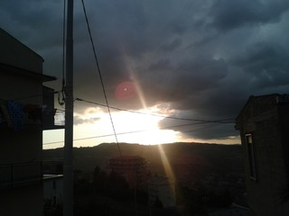 Ufo rosso nel cielo