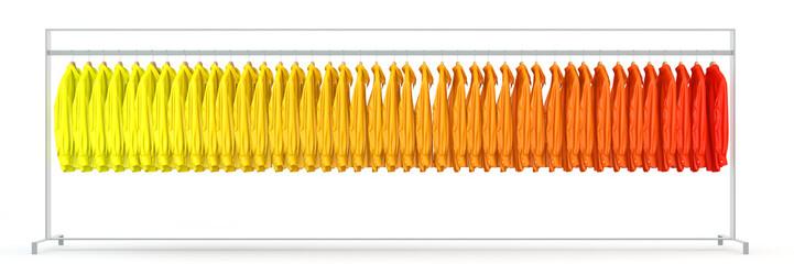 Panorama mit farbigen Hemden auf Kleiderstange