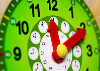 Green clock with red arrows