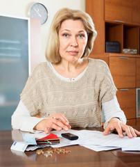 Eldery woman woman calculating money