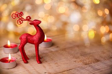 Weihnachten - Hintergrund mit Rentier und Kerzen