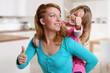 canvas print picture - Frau hat Spaß mit ihrer Tochter