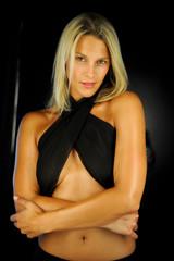 blonde Frau mit nackten schultern