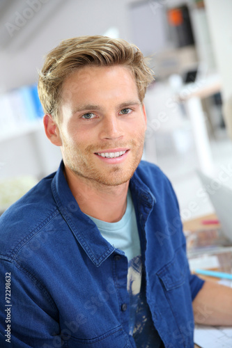 canvas print picture Portrait of smiling 25-year-old guy