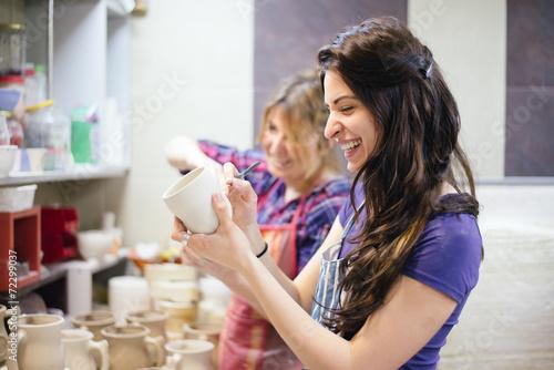 Making pottery - 72299037