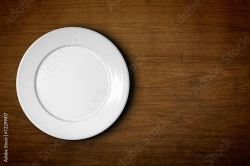 empty plate - 72299417