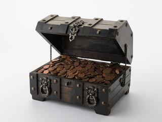 Schatzkiste mit Münzen