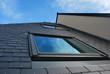 lucarne sur toiture en ardoise - 72303652