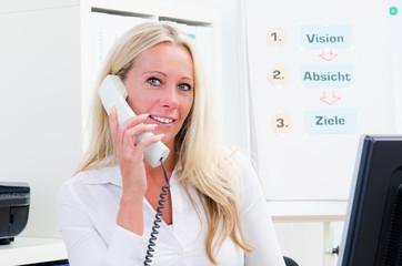businessfrau am telefon