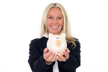 businessfrau präsentiert sparschwein