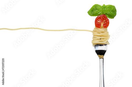 Spaghetti Nudeln Pasta Gericht auf einer Gabel freigestellt - 72307220
