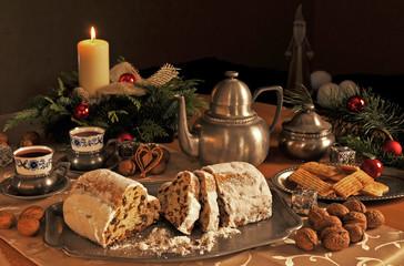 Weihnachtsstollen zum Kaffee